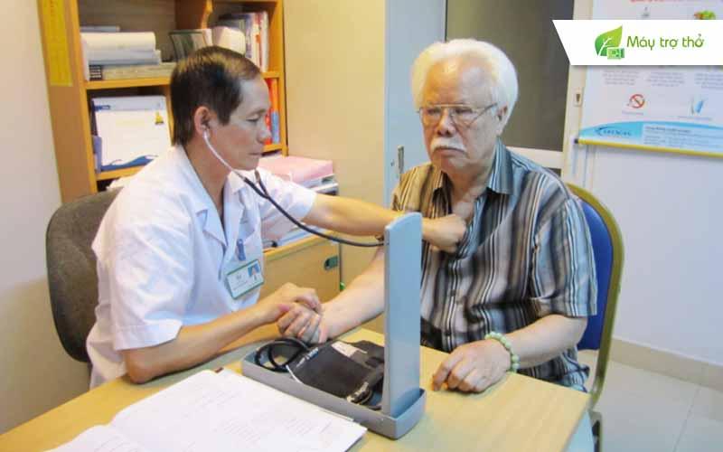 Người cao tuổi cần được thăm khám tổng quát thường xuyên